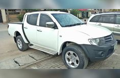 Mitsubishi L200 2015 White for sale