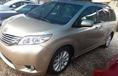 Toyota Sienna XLE 2013 Gold for sale