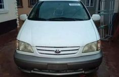 Toyoat sienna Symphony with rooftop DVD for sale