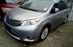 Toyota Sienna Xle 2011 Gray for sale