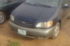 Toyota Sienna 2000 model up for grab for sale