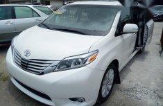 Toyota Sienna 2015 White for sale
