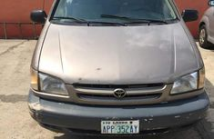 Toyota Sienna 2000 Brown for sale