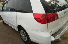 Toyota Sienna 2007 LE 4WD White for sale