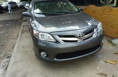 Clean Toyota Corolla LE 2013 Beige for sale