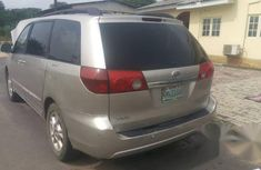 Toyota Sienna 2004 XLE AWD (3.3L V6 5A) Gold for sale
