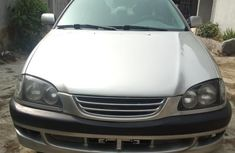 Toyota Avensis 2001 Verso 2.0 Gray for sale