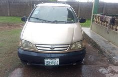 Toyota sienna 1999-2000 Gold for sale
