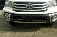 Almost brand new Toyota Hilux Petrol 2014 for sale