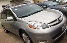 Very Clean 2008 Silver Toyota Sienna for sale