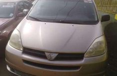 Tokunbo Toyota Sienna 2005 gold for sale