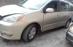 Super clean Toyota sienna 2005 Gold for sale