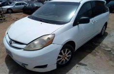 Toyota sienna 2007 white for sale