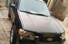 Clean Ford Escape 2005 black for sale