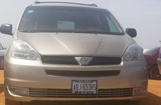 Toyota Sienna 2005 LE AWD Gold for sale