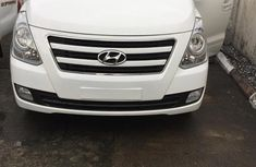 Hyundai H1 2009 White for sale