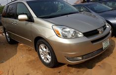 Registered Toyota Sienna XLE 2005 Gold for sale