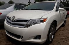 Toyota Venza V6 AWD 2010 White for sale