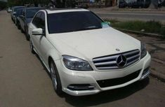 2010 Mercedes Benz C200 white