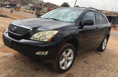 angular-front-of-a-black-Lexus-Rx330