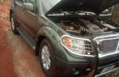 Very clean O8 model Pathfinder Jeep green for sale