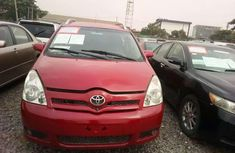A clean Toyota Corolla verso 2005 model Nigerian used car for sale.
