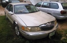 Lincoln Towncar 2003 White For Sale