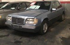 Mercedes-Benz E220 1994 Blue for sale