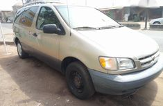 Toyota Sienna 1999 Yellow for sale