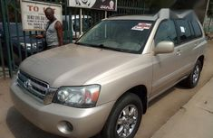 Toyota Highlander 2004 Limited V6 4x4 Yellow for sale