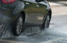 10 tips to know for driving in the rainy season