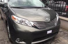 Toyota Sienna 2013 Gray color for sale