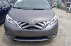 Toyota Sienna LE FWD 8-Passenger 2013 Silver for sale