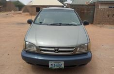 Toyota Sienna 1999 Gold color for sale