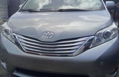 Toyota Sienna 2014 Gray color for sale