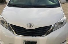 Toyota Sienna 2013 White for sale