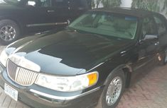 2004 Lincoln Towncar Automatic Petrol well maintained for sale