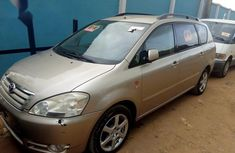 Toyota Avensis 2002 Gold for sale