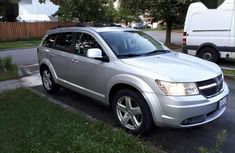 a-silver-dodge-Journey-2010