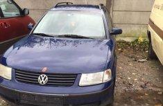 Volkswagen Passat 2004 Bluefor sale