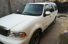 Lincoln Navigator 2002 White for sale