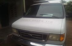 Ford Econoline 2006 White color for sale