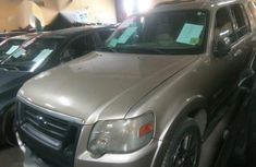 Ford Explorer 2004 Limited 4.6 Gold for sale