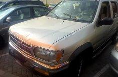 Nissan Pathfinder 1996 Gold for sale