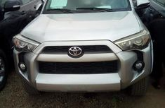 Spankly clean Toyota 4-Runner 2014 Silver color for sale