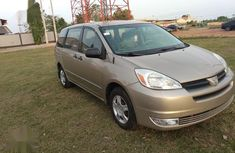 Toyota Sienna 2004 LE FWD (3.3L V6 5A) Gold for sale