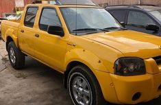 Nissan Frontier 2004 SVE V6 King Cab 4WD Yellow for sale