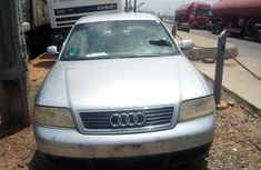 Very clean finrat body Audi A6 1998 Blue color for sale
