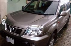 Very clean Nissan X-Trail 2000 Silver color for sale