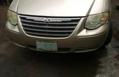 Chrysler Town 2005 Gold for sale